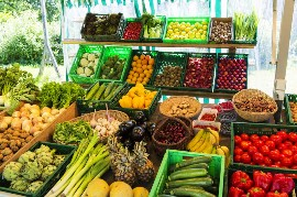 Fruits and Vegetables at Market Stand in Germany Marktstand mit Vielfalt an Obst und Gemuese